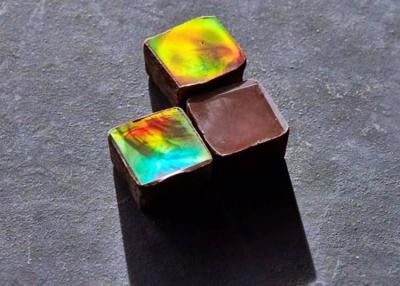 Több színben játszó csokoládé