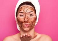 Isteni csokis-kávés arcpakolás, ami garantáltan felébreszti a bőrt: élénkít, feszesít, szépít