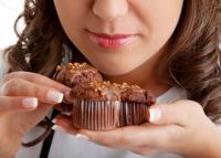 """""""Egy tábla Szeretet"""" – Két táska csokit vitt a kórházban fekvő gyerekeknek a mentős, ez lett belőle"""