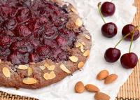 Omlós pitetésztába csomagolt csokoládés meggy - A töltelék szinte lekvárrá sül
