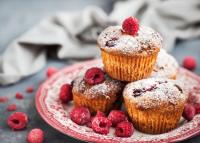 Megőrülünk a málnás és fehér csokoládés muffinért
